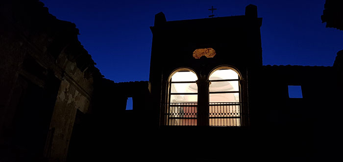 Belchite de noche