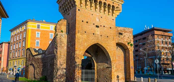 Que ver en Bolonia, Las murallas