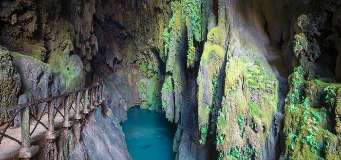 lugares más fotogénicos de España, gruta del Monasterio de Piedra