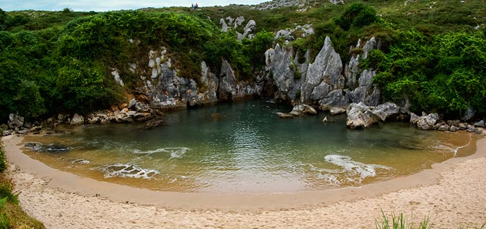 lugares más fotogénicos de España, Playa de Gulpiyuri