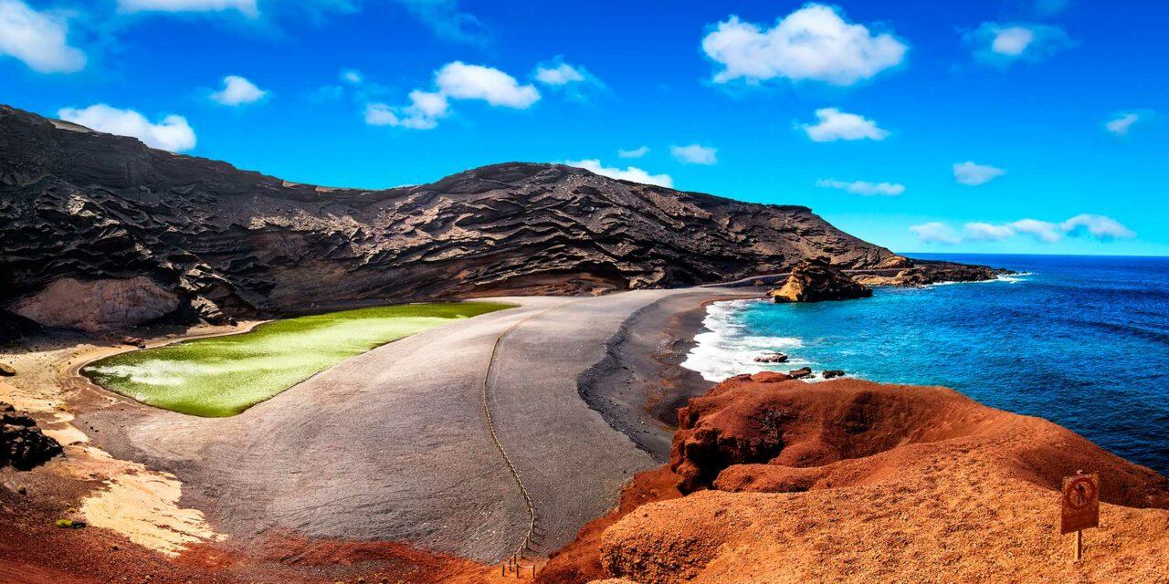 Las playas y calas de Lanzarote son las más indicadas para aprender Surf