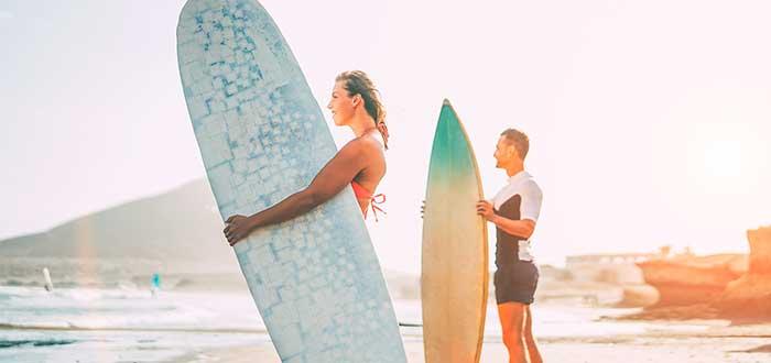 Las playas y calas de Lanzarote son las más indicadas para aprender Surf 2