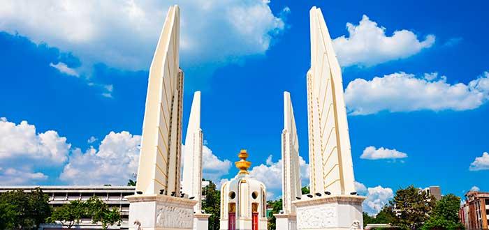 Qué ver en Bangkok | La avenida Ratchadamnoen