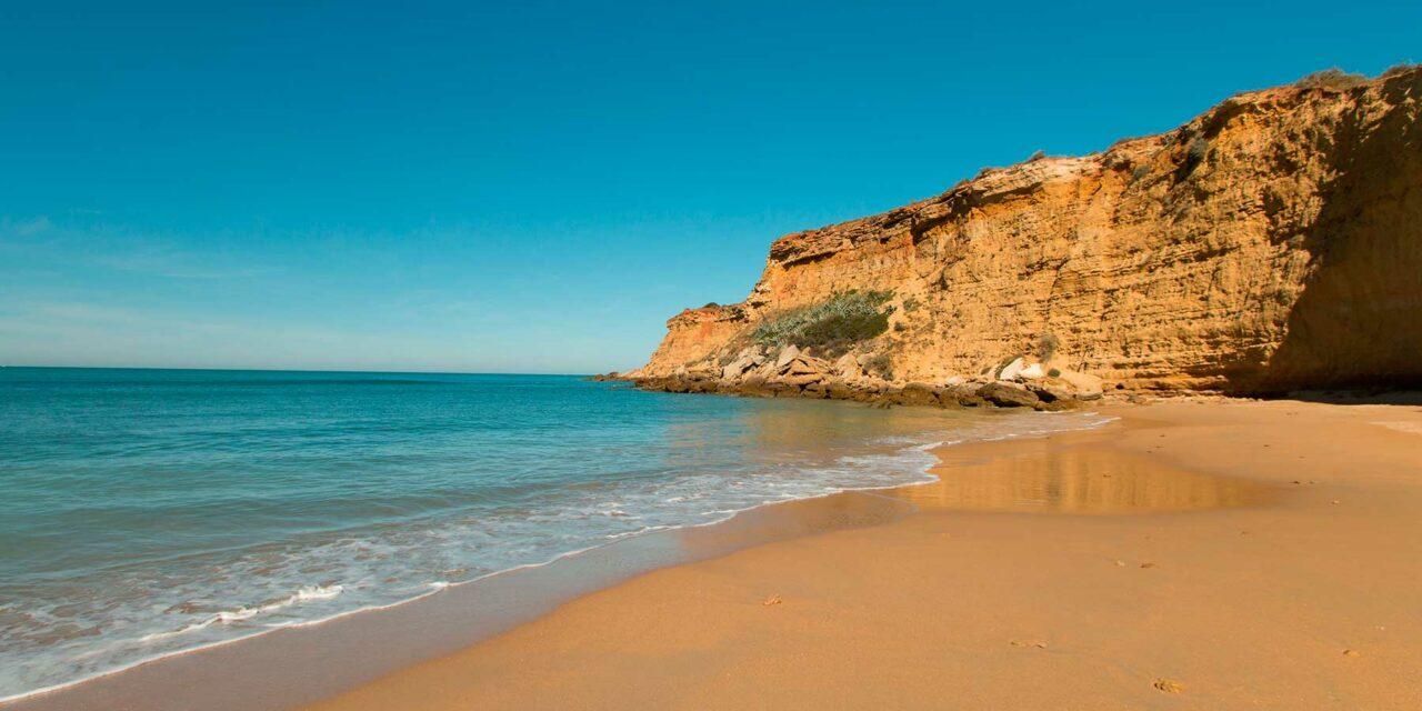 ¿Por qué coger un hotel en Conil de la Frontera a pie de playa?