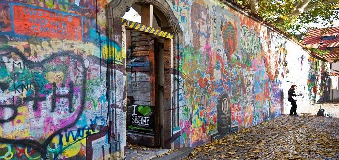 Qué ver en Praga   Muro de John Lennon