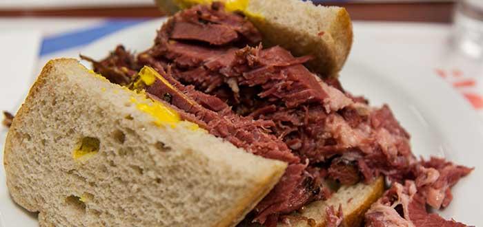 Comida típica de Canadá | Smoked Meat Sandwich