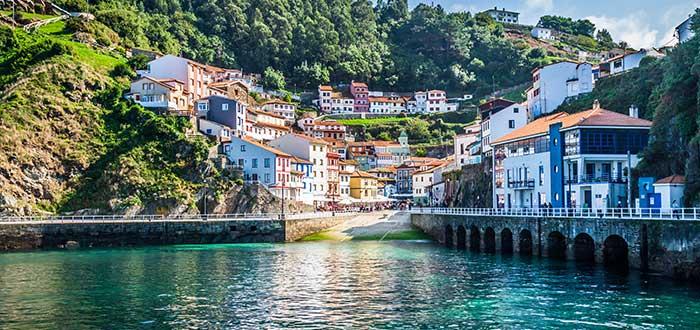 Los 10 Pueblos más bonitos de España | Cudillero (Asturias)