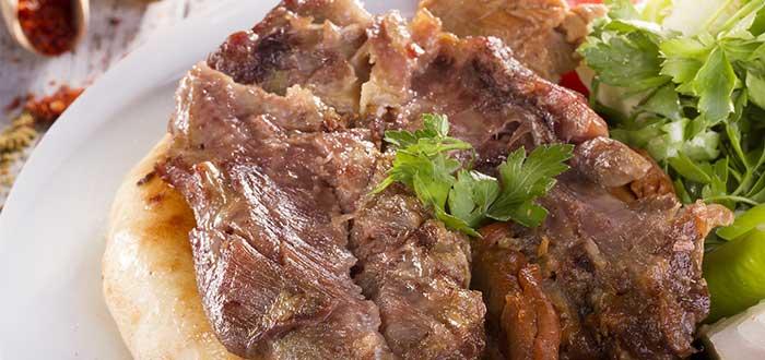 Comida típica de Turquía. Kuzu Tandir