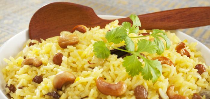 Comida típica de Irán. Arroz con Nueces y Frutas Secas