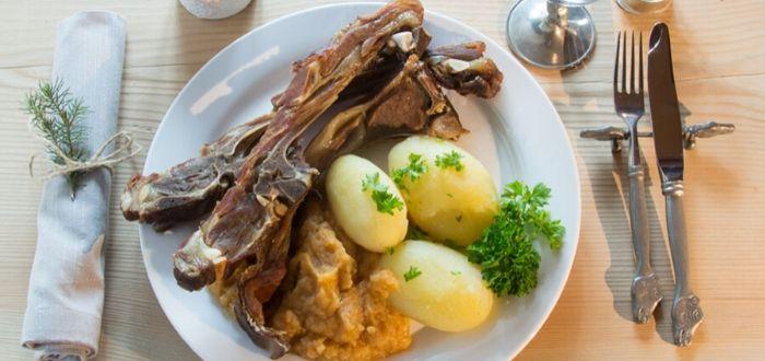 Comida típica de Noruega. Pinnakjøt