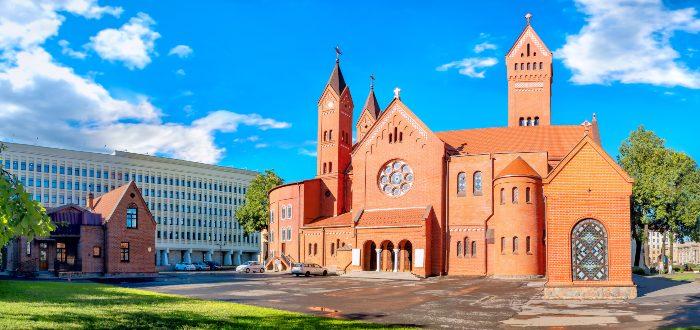Qué ver en Minsk, Iglesia de los Santos Simón y Elena