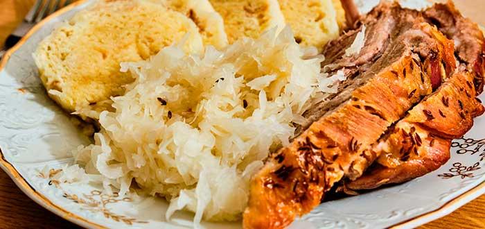 Comida típica de la República Checa   Vepřo knedlo zelo