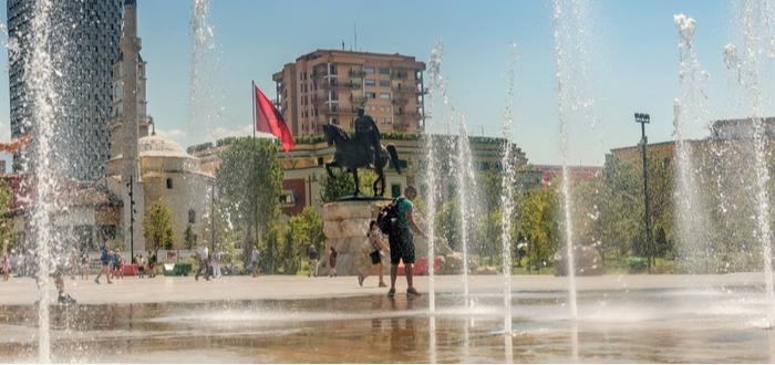 Qué ver en Albania, Plaza Skanderbeg