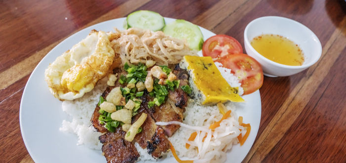 Comida típica de Vietnam. Com tam