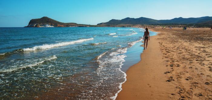 Las mejores playas de España para visitar. Playa Los Genoveses, en Andalucía.