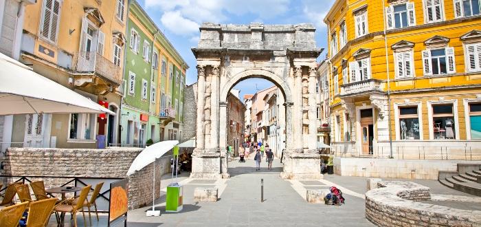 Qué ver en Pula, Arco de los Sergios