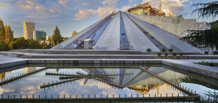 Qué ver en Tirana, Pirámide de Tirana