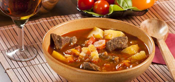 Comida típica de Eslovaquia: Gulášová polievka (sopa goulash)