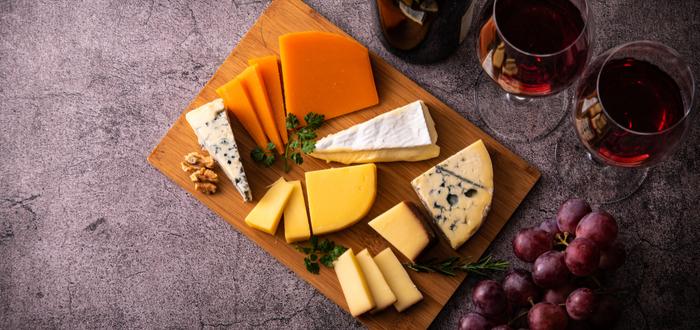 Comida típica de París. Surtido de quesos