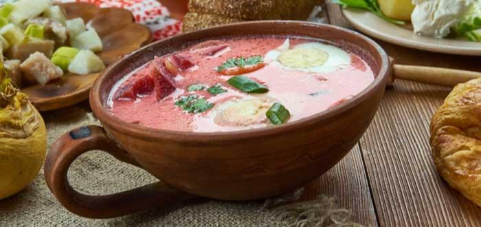 Aukstā Zupa (sopa de remolacha fría)