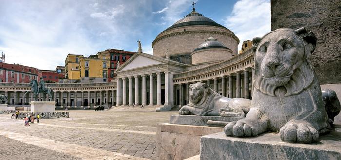 Las 10 plazas de Italia más bonitas. Piazza del Plebiscito (Nápoles)