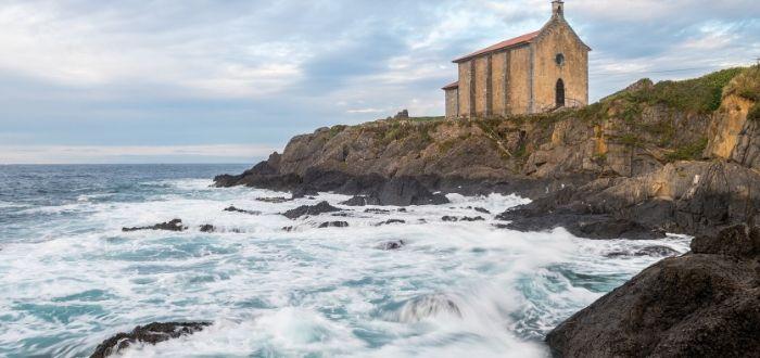 Las mejores playas de España para practicar deportes acuáticos