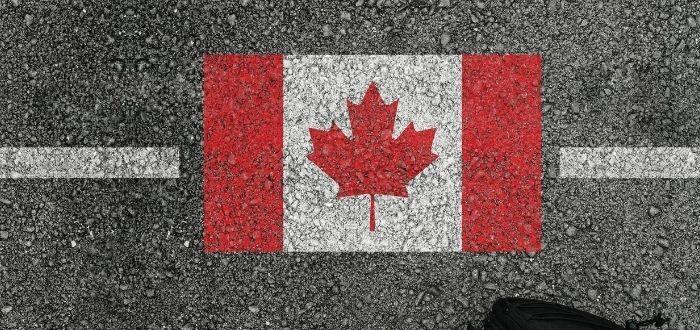 Señalización con la bandera de Canadá