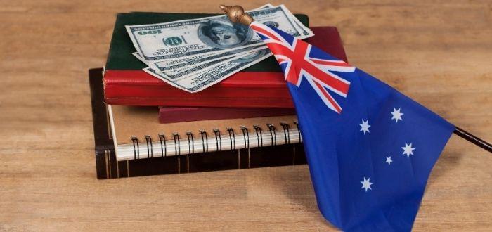 Libros y dinero para estudiar en Australia