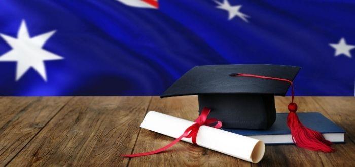 Birrete título universitario y bandera de Australia