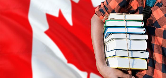 estudiante-libros-bandera-de-canada-de-fondo
