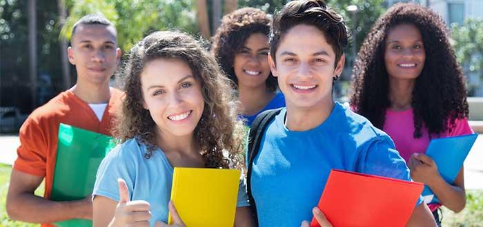 Varios estudiantes