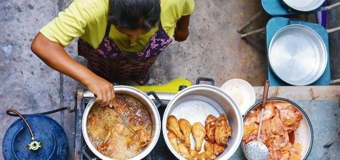 Preparación de comida típica de Bolivia