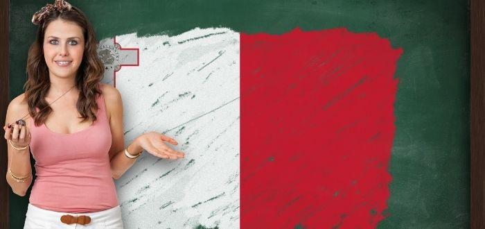 Estudiante en aula de clases de Malta