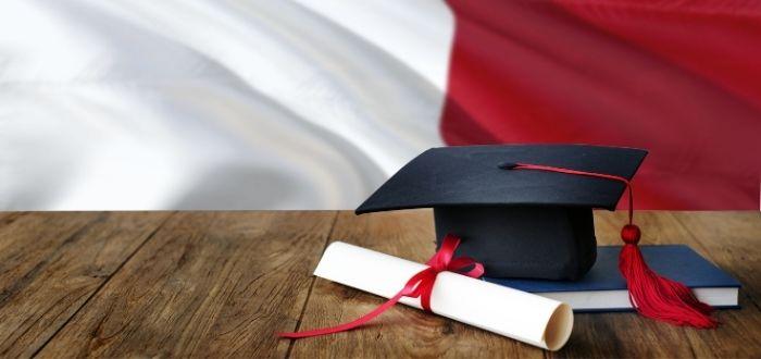 Birrete y diploma de estudio