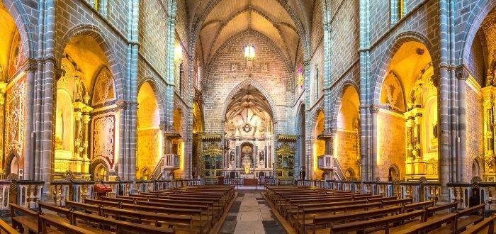 Iglesia de San Francisco y Capilla de los Huesos