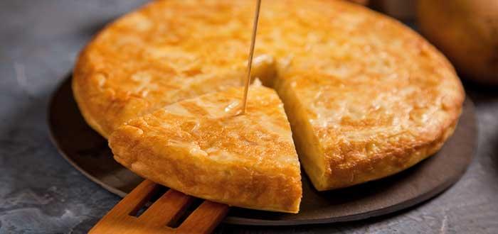 Una leyenda afirmaba, que el general Tomás de Zumalacárregui, durante el sitio de Bilbao, inventó la tortilla de patatas como plato sencillo, rápido y nutritivo con el que saciar las penurias del ejército carlista.