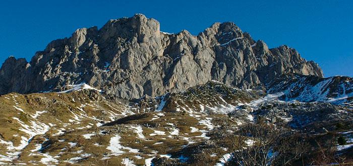 Las 5 mejores montañas para esquiar en España 4