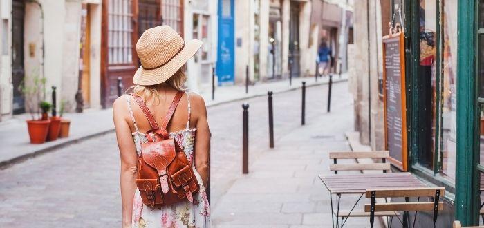 Viajera en las calles de España