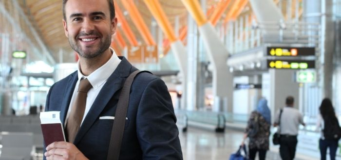 Extranjero en aeropuerto de España | Trabajar en España