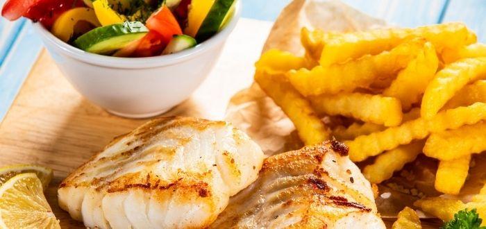Pescado blanco y patatas fritas