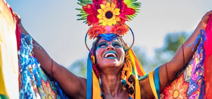 Mujer brasileña con vestimenta típica   Cultura de Brasil